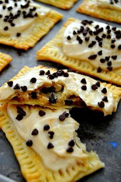 Cookie Dough Pop Tarts are a homemade version of your childhood favorite. Make your breakfast happy! Cookie Recipes, Snack Recipes, Dessert Recipes, Snacks, Yummy Recipes, Cookie Dough Pops, Homemade Chocolate Chip Cookies, Sweet Pastries, Healthy Cookies