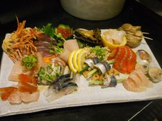 50 Things to Eat Before You Die: The Seattle Food Bucket List Delicious Destinations, Seattle Food, Foods To Eat, Sashimi, Places To Eat, Japanese Food, Fresh Rolls, Cobb Salad, Chicken