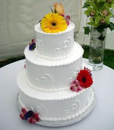 Wedding magazines and books are full of pictures of wedding cakes. Description from shoestringsend.blogspot.com. I searched for this on bing.com/images