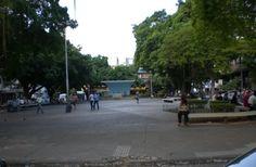 """Praça Rui Barbosa, com a concha acústica """"Honorina Ventania"""", outra obra modernista no centro da cidade."""