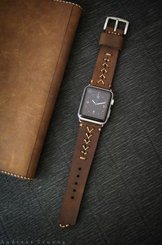 Handmade Vintage Leather Band BaseBall by BlackForestAtelier Leather Skin, Leather Belts, Leather Jewelry, Leather And Lace, Apple Watch Leather, Leather Watch Bands, Handmade Leather, Vintage Leather, Iphone Watch Bands
