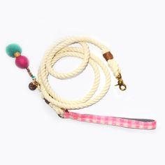 Avandgarde rope leash for dogs with cute pink holder. Rope Leash, Cute Pink, Beaded Bracelets, Dogs, Jewelry, Fashion, Moda, Jewlery, Jewerly