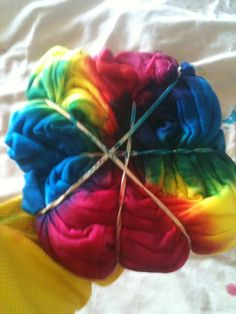 How to tie-dye, broken down step by step! I'm definitely going to have to try this one of these days!
