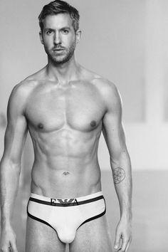 Calvin Harris pozon trupin e tij nudo 95%, për Emporio Armani ;) (Foto)