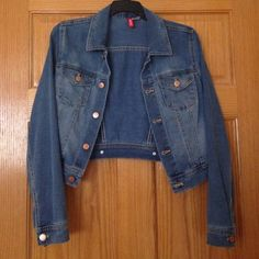 Jean jacket Medium wash jacket from H&M. Fits like a size small. Only worn a few times. Light weight and slightly cropped. H&M Jackets & Coats Jean Jackets