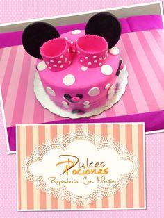 Mimi mouse fondant cake