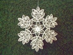 Quilling Snowflakes and Christmas Trees Board Snowflake Decorations, Snowflake Ornaments, Christmas Snowflakes, Christmas Ornaments, Christmas Decorations, Christmas Trees, Origami And Quilling, Quilling Paper Craft, Paper Crafts