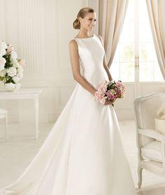 Pronovias vous présente la robe de mariée Galardon, Manuel Mota 2013.   Pronovias