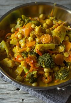 Caril de legumes - Made by Choices (Vegan Curry Indian) Veg Recipes, Clean Recipes, Wine Recipes, Indian Food Recipes, Vegetarian Recipes, Healthy Recipes, Healthy Cooking, Healthy Eating, Go Veggie