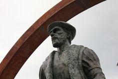 Fernão de Magalhães, obra do escultor Rogério Timóteo