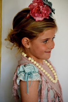 Niña monísima y con mucho estilo para la Feria de Abril. My Little Girl, Little Princess, Little Ones, Spanish Costume, Spanish Holidays, People Poses, Daily Dress, Dress Tutorials, Kandi