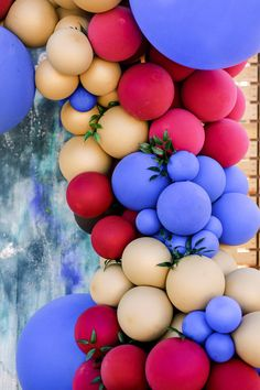 Balloon wall inspiration Photo: @playfulsoulphotography Balloon Wall, Balloon Arch, Inspiration Wall, Wedding Inspiration, Pop Photos, Groom Looks, Wedding Balloons, Pretty Cakes, Engagement Shoots