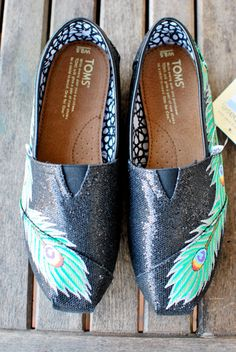 I don't usually like Toms but DANG :) these are groovy :)