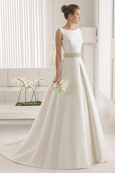 Imperecedero, elegante y sobrio. Con éste vestido no te equivocaràs. Rosa Clara…
