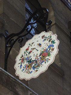 """Faïencier de """"Vieux Rouen"""", rue Saint-Romain, Rouen."""