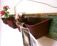 Upcycled Wall Organizer With Rusty Loaf Pans by cattales on Etsy Home Crafts, Diy Home Decor, Diy Crafts, Vintage Ladder, Vintage Farm, Bread Tin, Christmas Card Display, Spring Projects, Repurposed Items