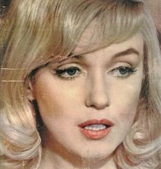 Marilyn Monroe on the cover of Jours De France magazine, 26 November, France. Cover photo of Marilyn taken during the filming of The Misfits, Arte Marilyn Monroe, Marilyn Monroe Artwork, The Misfits, Yves Montand, Montgomery Clift, Act Like A Lady, Gentlemen Prefer Blondes, 26 November, Hollywood Icons