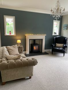 Blue Feature Wall Living Room, Farrow And Ball Living Room, Home Living Room, Living Room Color Schemes, Paint Colors For Living Room, Room Wall Colors, Bedroom Colors, Victorian Living Room, Snug Room