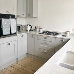 This weeks goes to Stephen Payne Builders with this brilliant installation of our Sherwood Grey kitchen, and a beautifully thought out design from our Northfleet Showroom. If you want to feature as part of our just upload Benchmarx Kitchen, Grey Shaker Kitchen, Open Plan Kitchen Living Room, Shaker Style Kitchens, Kitchen Family Rooms, New Kitchen Cabinets, Home Decor Kitchen, Home Kitchens, Grey Kitchen Interior