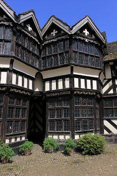 wattle and daub - Courtyard Little Morton Hall