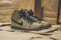 Nike SB have just dropped theDunk High Premium 'Brown Paper Bag', inspired by the trusty tool for winos and d-boys alike. The colourway is kept simple, with crinkled filbert leather in brown giving the shoe…