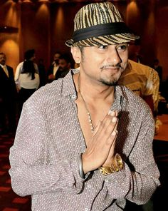 Singer Yo Yo Honey Singh, who has been part of Shah Rukh Khan's Slam! The Tour, got injured and won't be able to perform.
