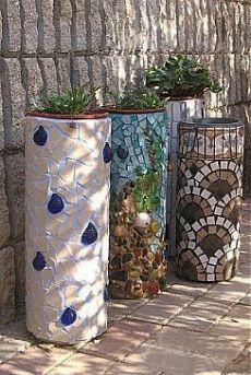 Трубы ПВХ покрытые мозаикой. Отличный декор для сада.