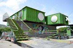 Alejandro Haiek - Buscar con Google Sea Container Homes, Sea Containers, Container House Design, Shipping Container Homes, Shipping Containers, Container Restaurant, Container Office, Container Conversions, Townhouse