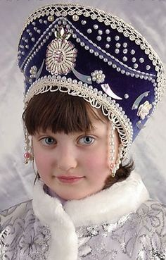 A pretty Russian girl in national kokoshnik. The kokoshnik is a traditional Russian head-dress worn by women and girls to accompany the sarafan (jumper dress), primarily worn in the northern regions of Russia in the to centuries. Precious Children, Beautiful Children, Beautiful People, Art Children, We Are The World, People Around The World, Little Doll, Little Girls, Folk Costume