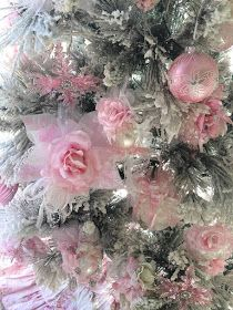 For the love of Romantic living. A love affair of Shabby Chic trash to treasure projects. I adore old chippy, crusty vintage furniture Pink Christmas, Christmas Home, Christmas Wreaths, Merry Christmas, Trash To Treasure, Romantic Homes, Christmas Countdown, Vintage Furniture, House Tours