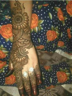 Best 11 Mehndi henna designs are always searchable by Pakistani women and girls. Women, girls and also kids apply henna on – SkillOfKing. Dulhan Mehndi Designs, Rajasthani Mehndi Designs, Khafif Mehndi Design, Latest Bridal Mehndi Designs, Mehendi, Mehndi Designs 2018, Mehndi Designs For Girls, Stylish Mehndi Designs, Mehndi Designs For Beginners