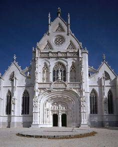 French Architecture, Visit France, France Travel, Barcelona Cathedral, Facade, Traveling By Yourself, Places To Visit, Chateaus, Crows