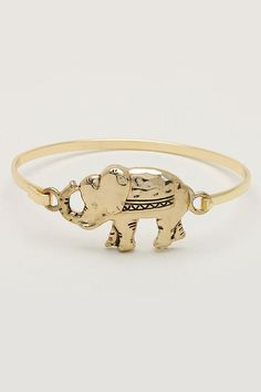Hi Cute Little Elephant Bracelet :) someone buy me it Cute Jewelry, Jewelry Box, Jewelery, Jewelry Accessories, Fashion Accessories, Jewelry Design, Elephant Bracelet, Elephant Ring, Elephant Jewelry