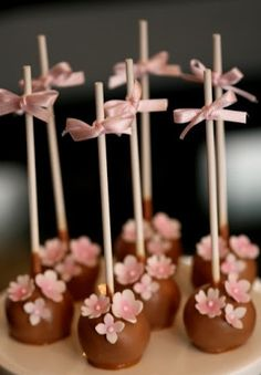 Pretty cake pops (Francisca Neves Cake Designer).
