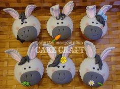 Donkey cupcakes for a donkey owner& birthday :) Fondant Toppers, Fondant Cupcakes, Cupcake Cakes, Cupcake Toppers, Cup Cakes, Puppy Cupcakes, Animal Cupcakes, Farm Cookies, Cupcake Art