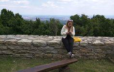Medvedgrad [Zagreb, Croácia] Não fosse o novo, não teríamos o velho. Explico: é (só) por conta de todo aparato tecnológico que temos à disposição que podemos conhecer o lado antigo de uma cidade. Veja bem… Lugares históricos costumam estar abertos para visitação apenas durante o dia. Uma vez presos ao combo mesa-cadeira-computador nesse período, nosContinue Lendo