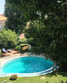 Dia lindo!!! Vou bem aproveitar esse sole mio na piscina do hotel @sinavillamedici @leadinghotelsoftheworld pra ver se ainda pego uma corzinha pro casamento...! ☀️😎🌳 #Firenze #Italy
