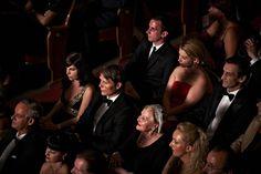 Mads Mikkelsen tijekom snimanja scene u bečkoj operi, okružen sretnim dobitnicima.