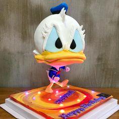 Donald Duck Defying cake by jimmyosaka