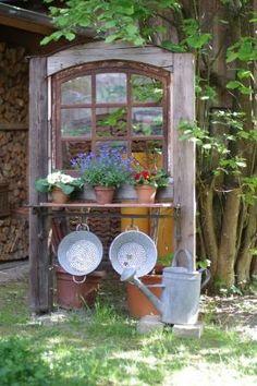 alte fenster Altes Fenster Wunderlichekunst Mehr one Garden Yard Ideas, Garden Projects, Garden Art, Wood Projects, Rustic Gardens, Outdoor Gardens, Deco Champetre, Patio Steps, Garden Doors