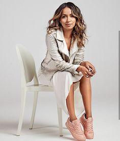 Pour sa collaboration avec la marque de produits cosmétiques, #FaceStockholm , #Reebok a choisi comme égérie la blogueuse #SincerelyJules.