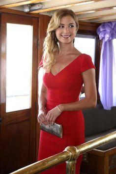 Emily Thorne - Emily Thorne: Season 2 - Revenge - ABC.com --Pretty hair color