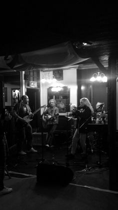 Rose & Crown music gig. Old Steam Train, Rose Crown, Music Bands, Musicals, Black And White, Concert, Photos, Black White, Blanco Y Negro