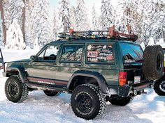 jeep XJ in snow Jeep Xj Mods, Jeep Zj, Jeep Truck, Jeep Cherokee Sport, Jeep Grand Cherokee, Cherokee Nation, Ford Excursion, Jeep Bumpers, Jeep Baby