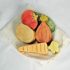 fruit and veggies! Diy Waldorf Toys, Hungry Caterpillar, Designer Toys, Scroll Saw, Diy Toys, Fruits And Veggies, Wooden Toys, Valentines, Diy Crafts