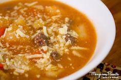Essa sopa de legumes com carne é igualzinho amor de mãe: perfeito :) Clique na imagem para ver a receita no blog Manga com Pimenta.