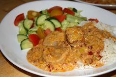 Fläskfilé i krämig sås Pork Recipes, Lchf, Nutella, Curry, Food And Drink, Meat, Chicken, Ethnic Recipes, Wordpress