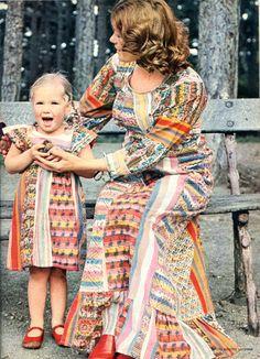 Robes mère-fille en patchwork 100 Idées n° 10 juillet-août 1974 Photo Brigitte Lacombe - Modèles Marie Pelpel