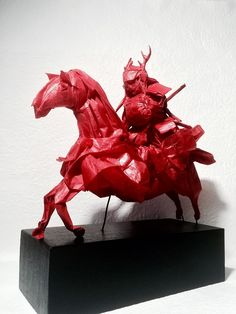 31 Amazing Origami Art Pieces That Are So Complex You Need Instructions Just To Look At Them - Best Kadın Sanada Yukimura, Origami Artist, Japanese Mythology, Origami Models, Paper Butterflies, Japanese Culture, Prehistoric, Art Forms, Fashion Art