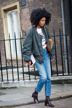 Julia Sarr-Jamois en bomber, coupe afro et jean